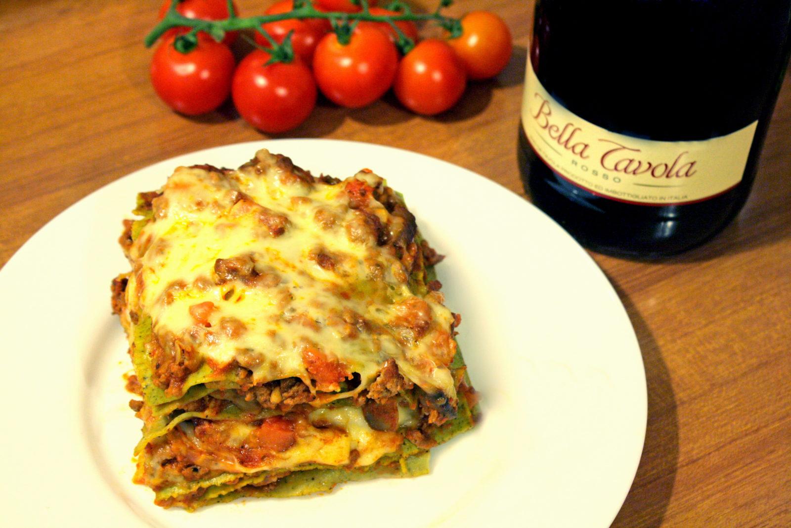 Lasagna verde con ragú de carne y verduras