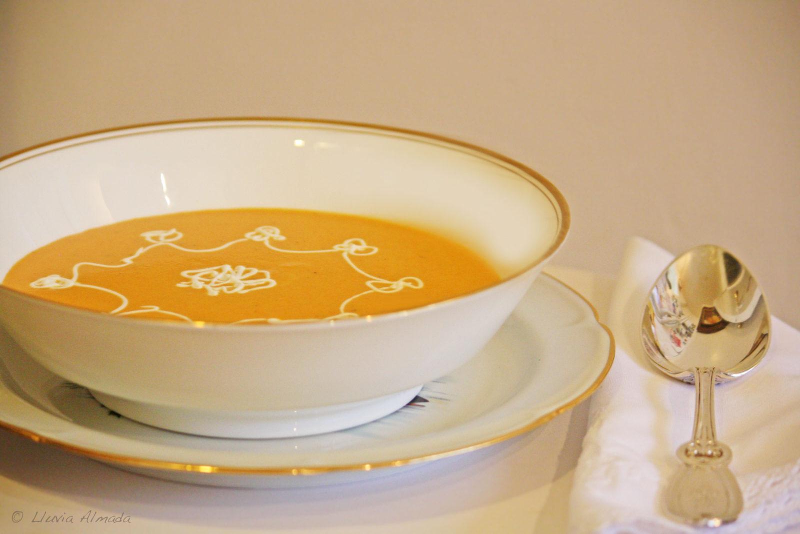 Crema de zanahoria y chimichangas de picadillo