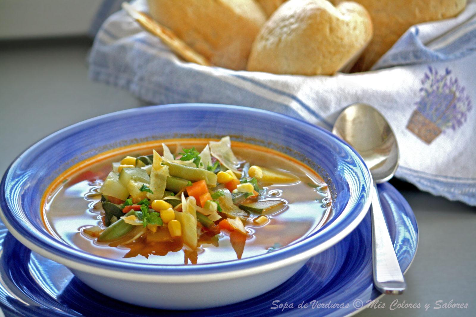 Sopa de Verduras y Tacos Dorados