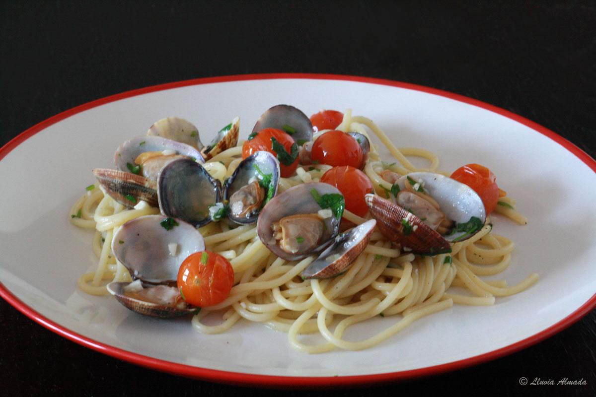 Spaghetti alle vongole (espagueti con almejas)